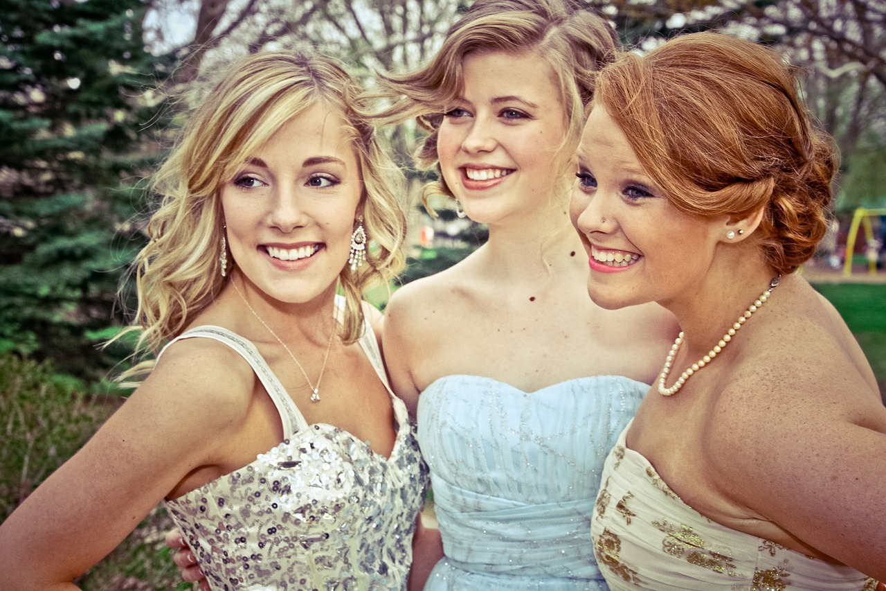 How to Look Stylish in Your Prom Dress